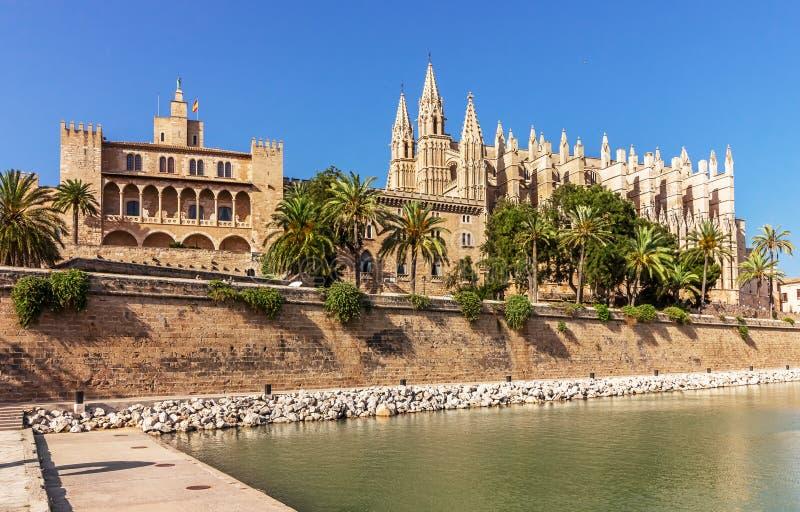 La Seu en Palace Almudaina - Palma de Mallorca - Spanje stock foto's