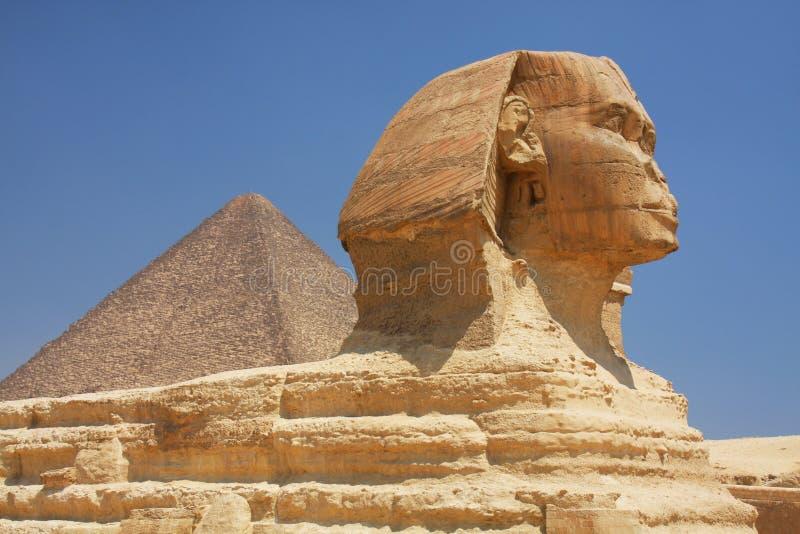 La Sfinge e la piramide nell'Egitto fotografie stock