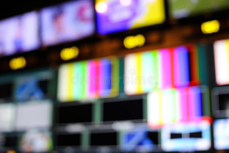 La sfuocatura dello scambista si abbottona in stazione televisiva dello studio audio e video P immagini stock libere da diritti