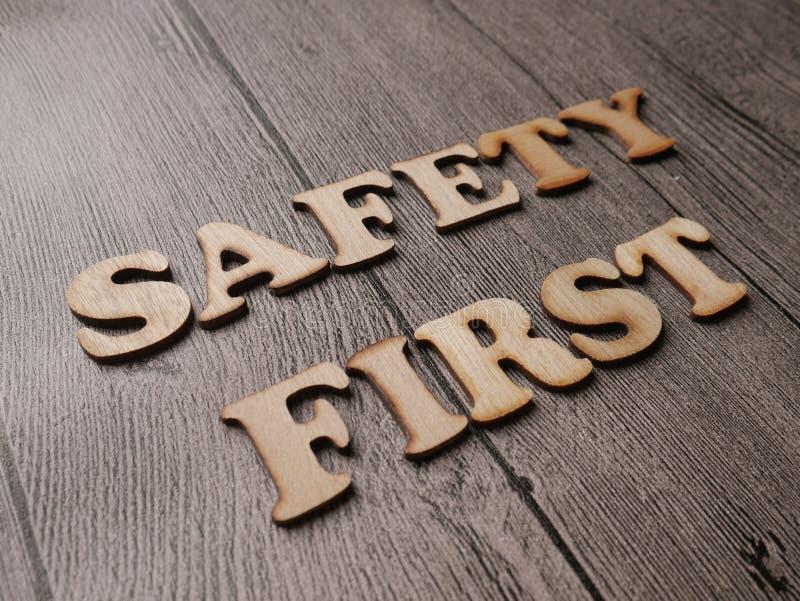 La sicurezza in primo luogo esprime il concetto di tipografia immagine stock libera da diritti