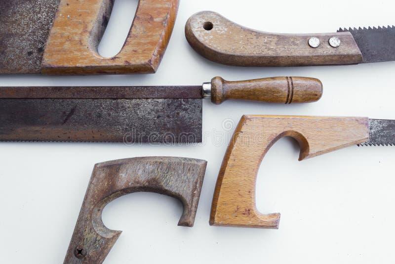 La sierra/el handsaw viejo aisló - las herramientas del vintage imagen de archivo