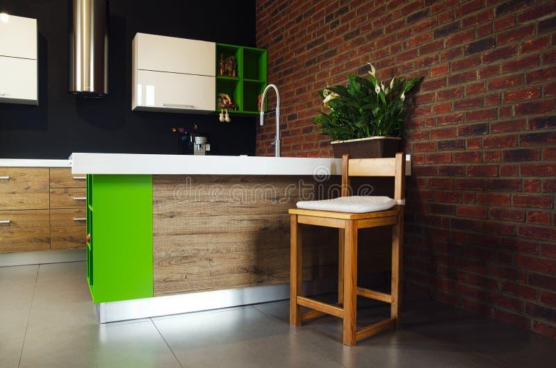 La silla de madera en la cocina fotos de archivo libres de regalías