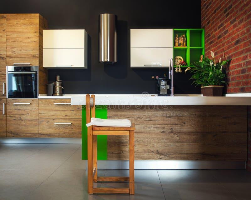 La silla de madera en la cocina imagen de archivo libre de regalías