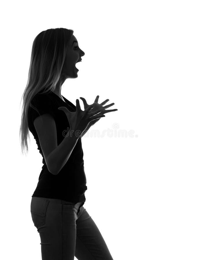 La siluetta in bianco e nero di una giovane donna molto emozionale si è sorpresa che profondamente circa la lista di allegro fotografia stock libera da diritti