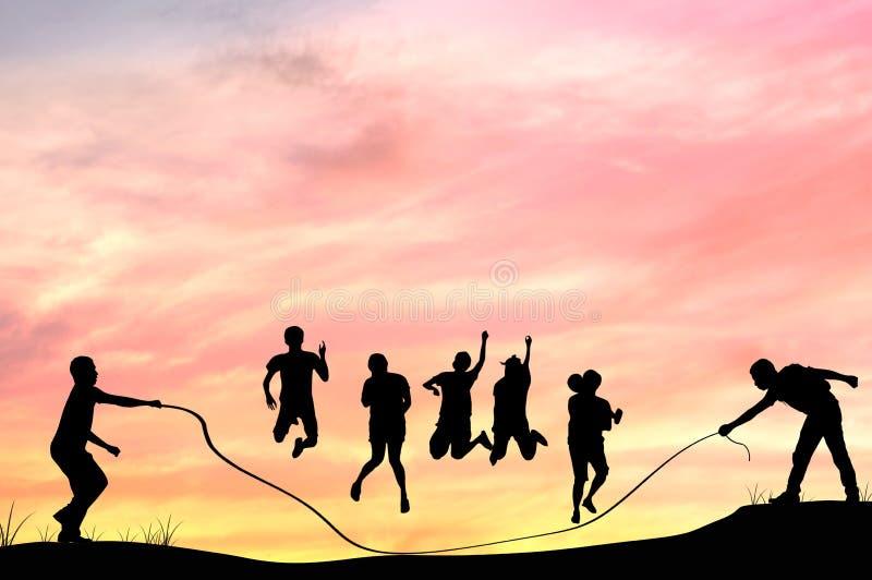 La siluetta della gente del grooup rope il salto con nella penombra, teamw fotografia stock