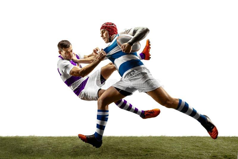 La siluetta di due giocatori maschii di rugby caucasico isolati su fondo bianco fotografia stock libera da diritti