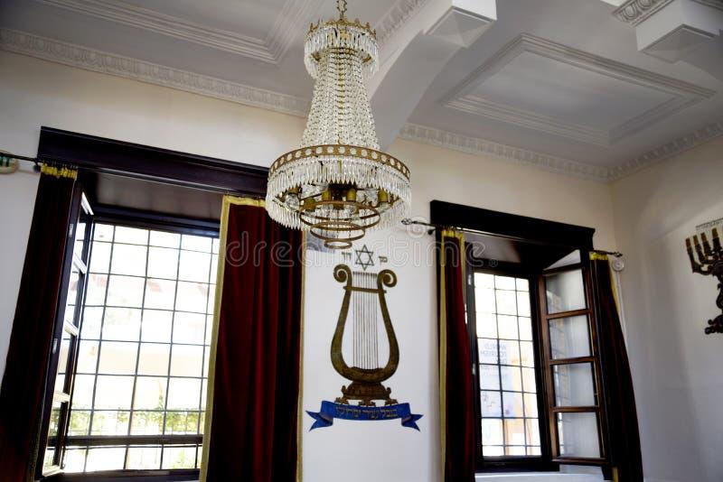 La sinagoga de Kahal Shalom en el cuarto judío en la ciudad de Rodas fotos de archivo