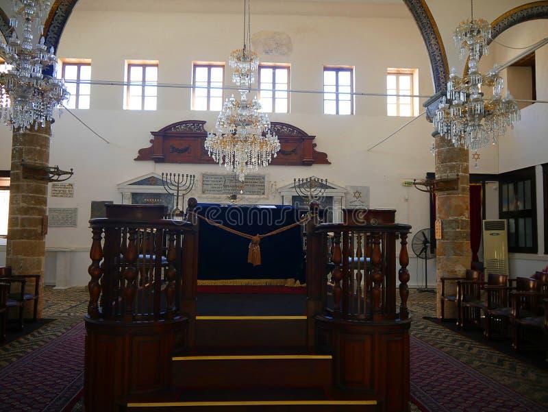 La sinagoga de Kahal Shalom en el cuarto judío en la ciudad de Rodas a las víctimas del holocausto fotografía de archivo