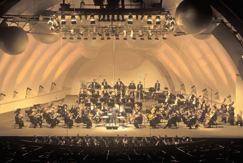 La sinfonía juega Tchaikovsky en el Hollywood Bowl, Los Ángeles, California fotografía de archivo