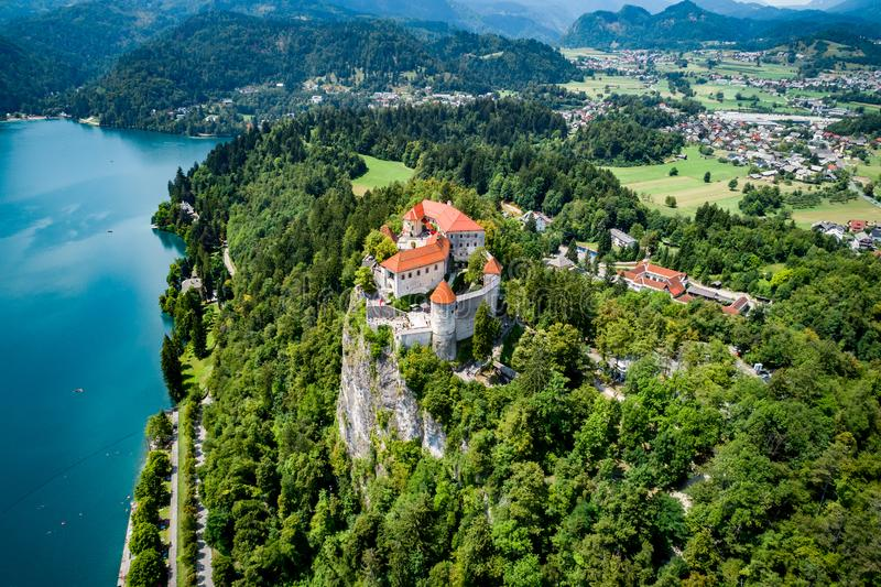 La Slovénie - lac de station de vacances saigné photo libre de droits