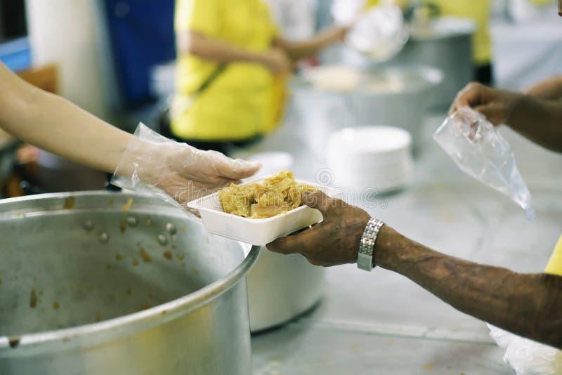 La società di divisione dell'alimento al senzatetto ed al più povero: Il concetto di alimentazione immagine stock libera da diritti