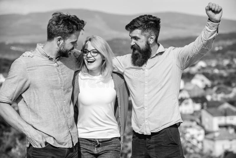 La società ha raggiunto la cima Concetto della squadra di affari Uomini con la barba in camice ed in bionda convenzionali in occh immagine stock