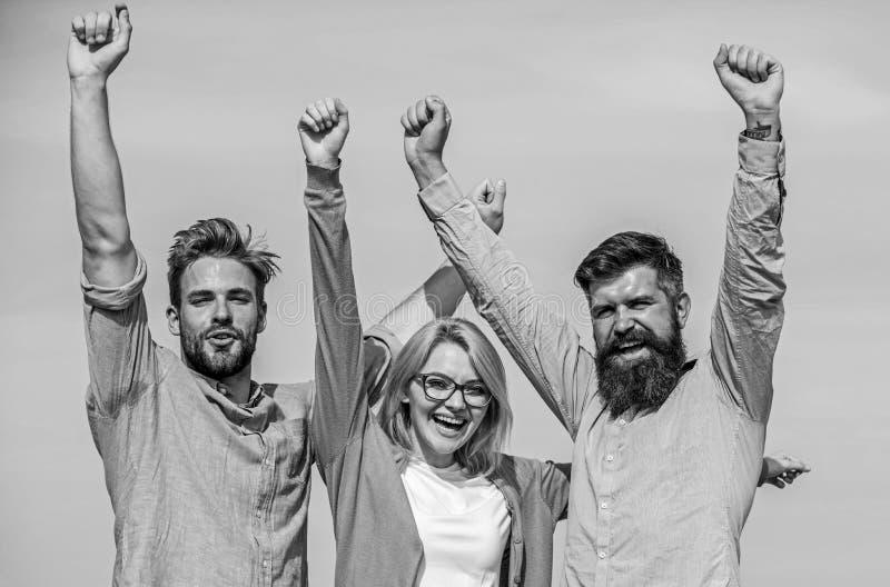 La società ha raggiunto la cima Uomini con la barba in camice ed in bionda convenzionali in occhiali come riuscito gruppo Una soc fotografia stock