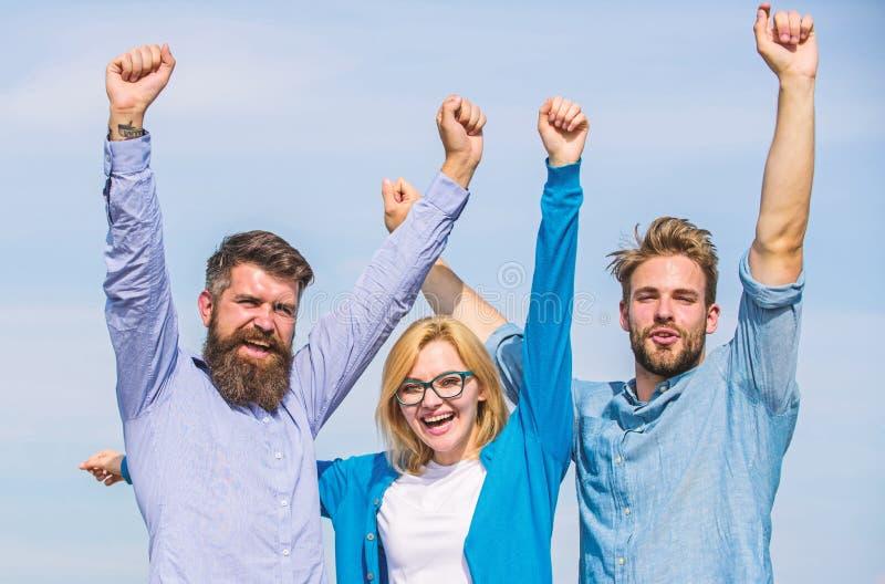 La società ha raggiunto la cima Uomini con la barba in camice ed in bionda convenzionali in occhiali come riuscito gruppo Una soc immagine stock