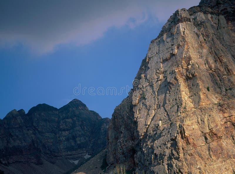 La soirée dans le jumeau fait une pointe la région sauvage, chaîne de Wasatch, Utah photographie stock libre de droits