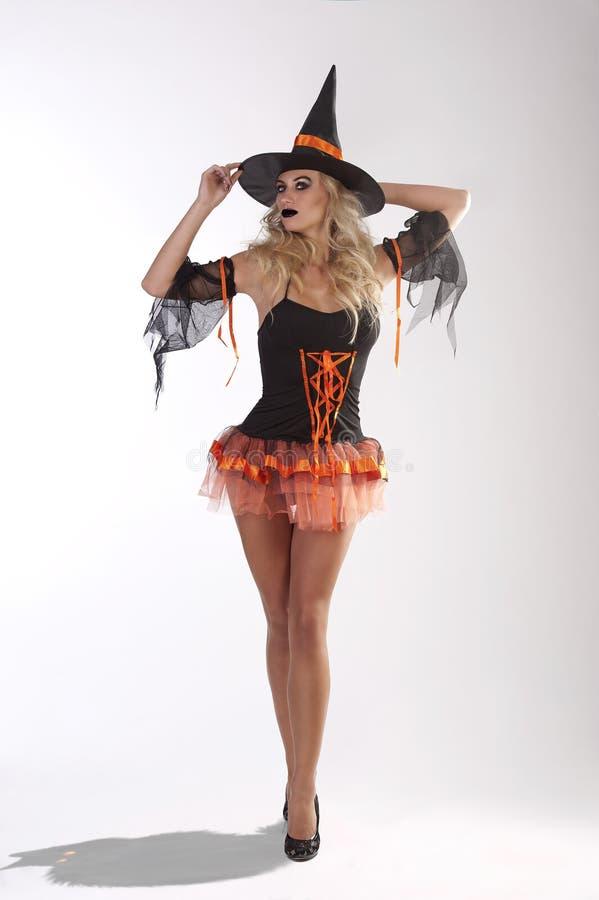 La sorcière dans l'orange photo libre de droits