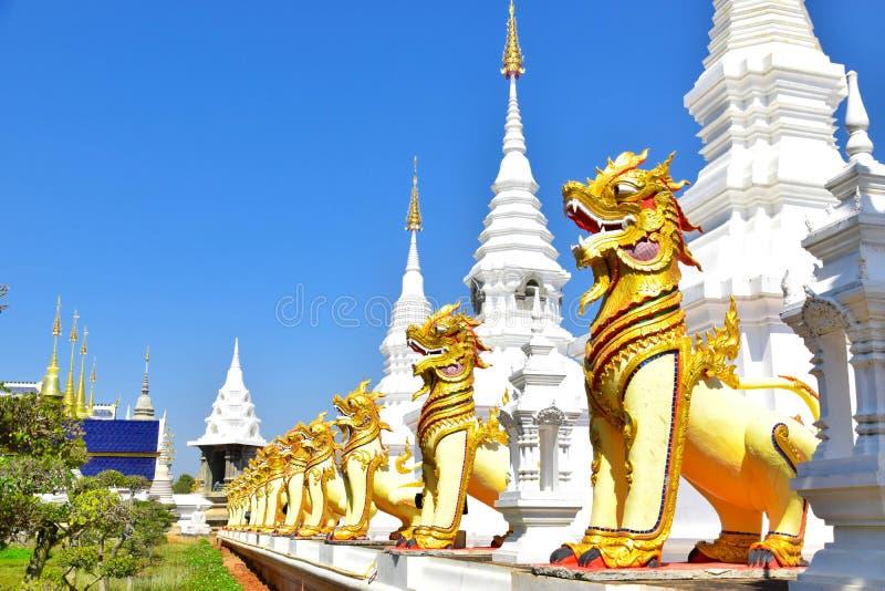 La sortie de repaire d'interdiction voient que le moine peut temple image libre de droits