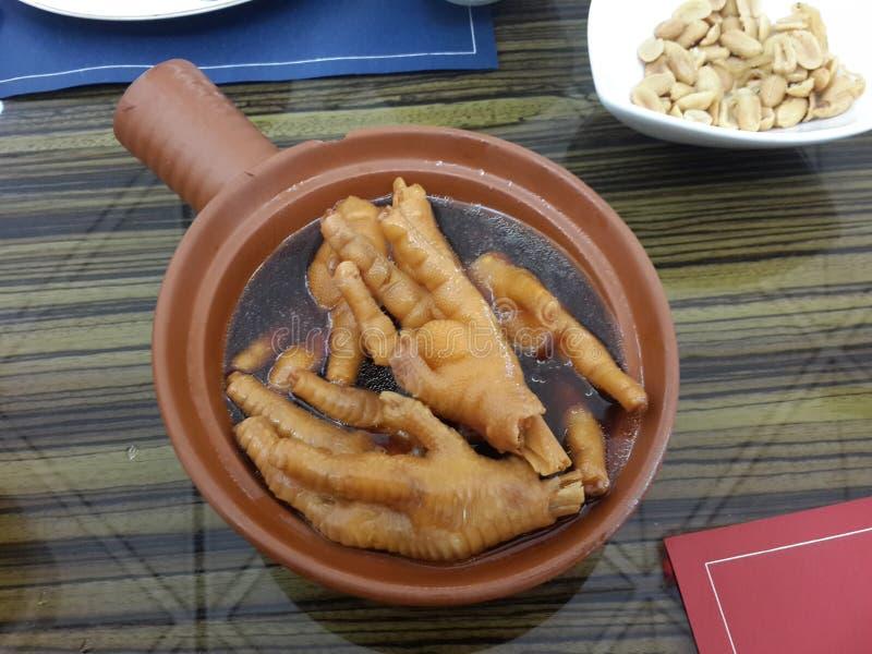 La soupe à pattes de poulet est plat traditionnel chinois Avoir le repas exotique en Hong Kong photographie stock