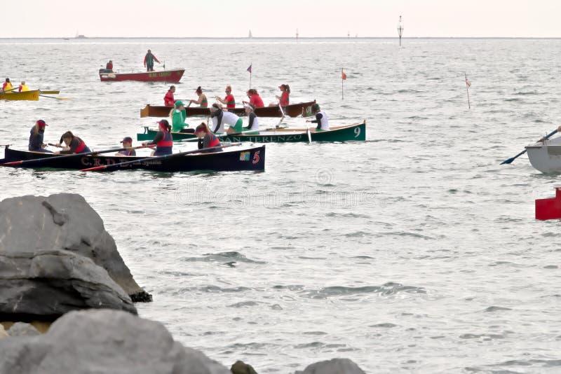 La Spezia, Liguri?, Itali? 03/17/2019 Palio del Golfo Vrouwenbemanning Traditionele maritieme regatta royalty-vrije stock afbeelding