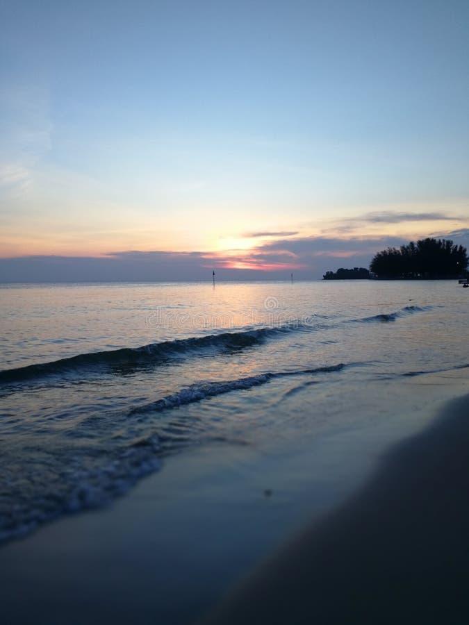 La spiaggia al crepuscolo fotografia stock