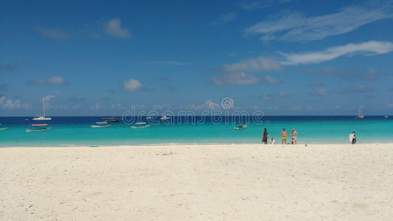 La spiaggia al nungwi nel Nord di Zanzibar fotografie stock libere da diritti
