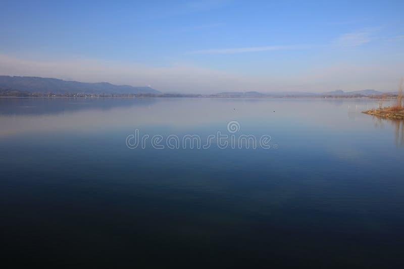 La spiaggia del lago di Costanza a Radolfzell fotografie stock