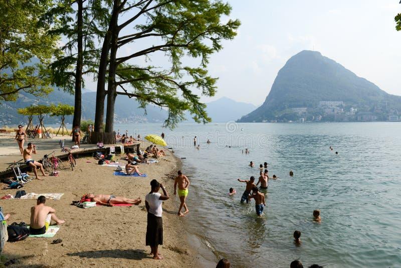 La spiaggia del parco botanico di Ciani a Lugano sulla Svizzera fotografie stock