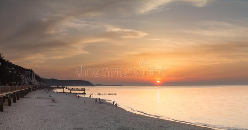La spiaggia del whith di tramonto immagine stock libera da diritti