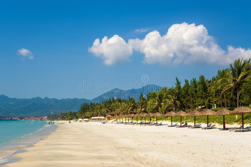 La spiaggia di sabbia bianca fotografie stock libere da diritti