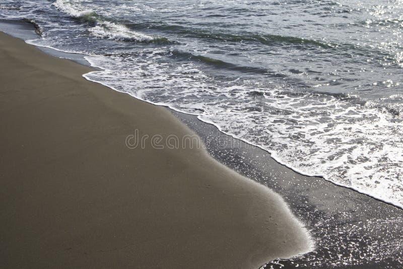 La spiaggia e il mare in autunno: Forte dei marmi, Versilia, Italia fotografia stock libera da diritti