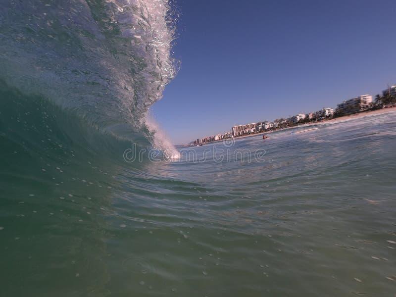 La spiaggia irrompe Rio de Janeiro immagini stock libere da diritti