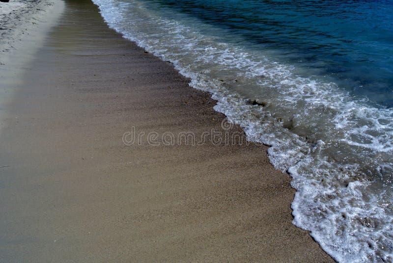 La spiaggia ondeggia a St Thomas, U S Le Isole Vergini fotografia stock libera da diritti