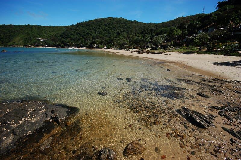 La spiaggia rocciosa fotografia stock libera da diritti