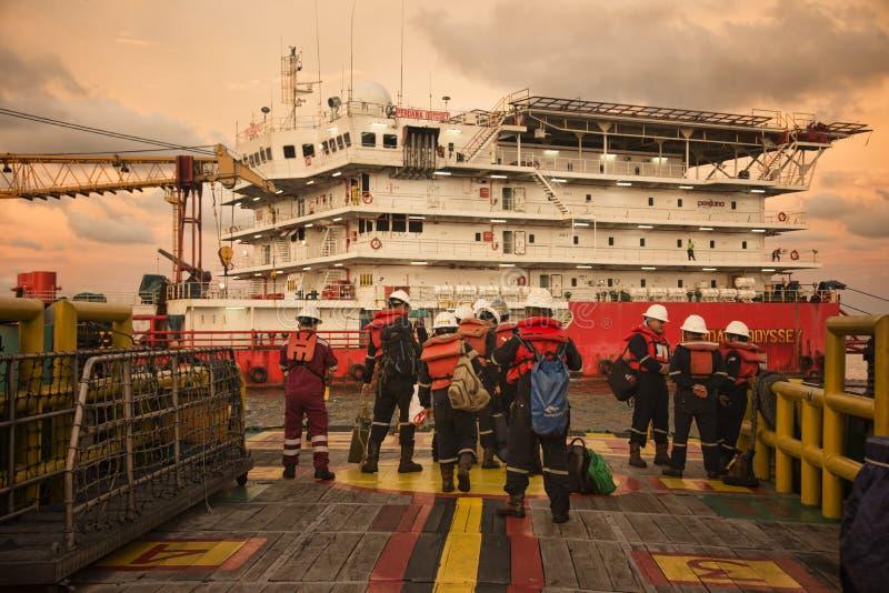 La squadra marina fa una pausa per l'operazione di trasferimento della squadra immagine stock libera da diritti