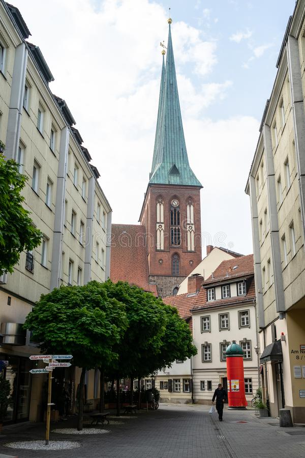La st Nicholas Church e Nikolaiviertel Nicholas Quarter della st Nikolai-Kirche nel centro storico della città fotografia stock libera da diritti
