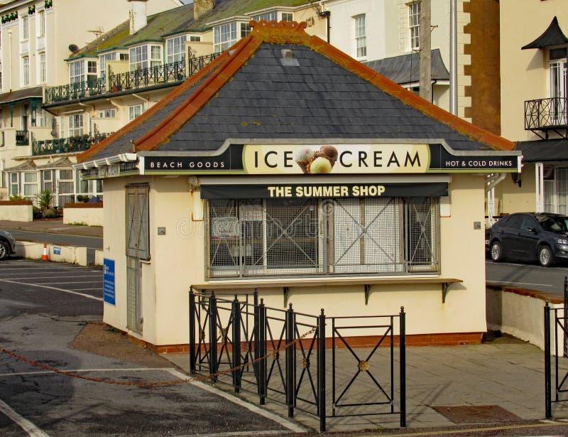 La stalla del gelato all'estremità ovest del lungomare di Sidmouth fotografie stock libere da diritti