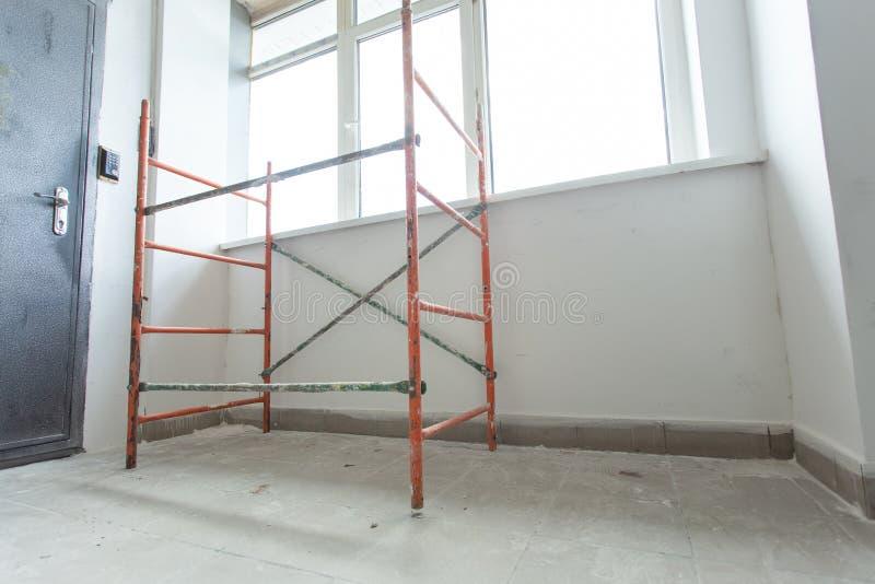 La stanza è nell'ambito del rinnovamento o in costruzione immagine stock