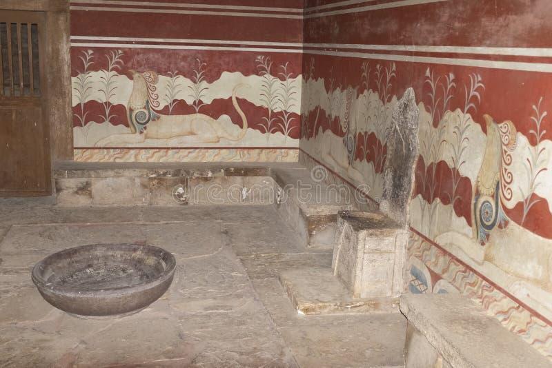 La stanza del trono al palazzo di Cnosso, Creta fotografia stock libera da diritti