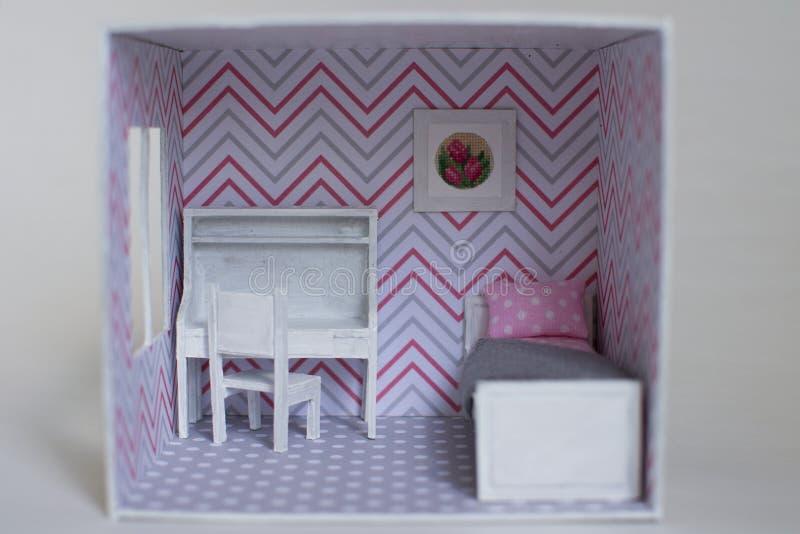 La stanza della ragazza di Roombox su un su scala ridotta fotografia stock