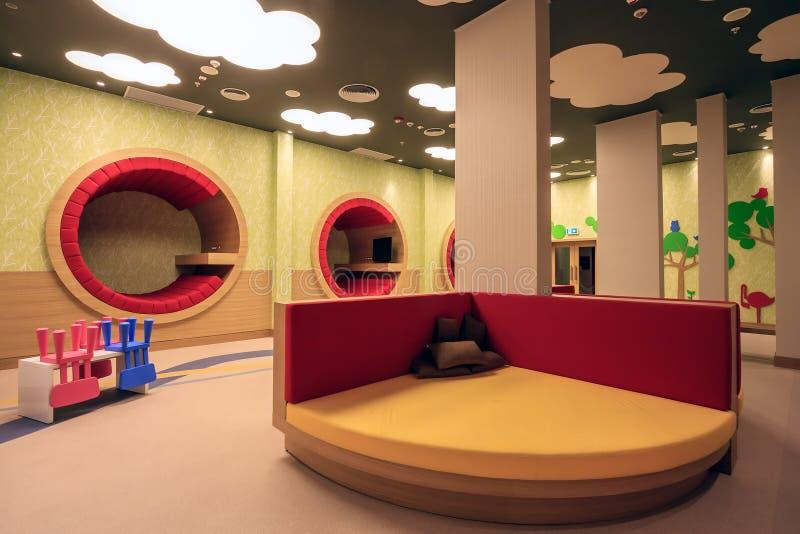 La stanza della scuola materna dell'hotel di Soci Marriott ha interior design variopinto originale moderno ed accoglie favorevolm fotografie stock libere da diritti