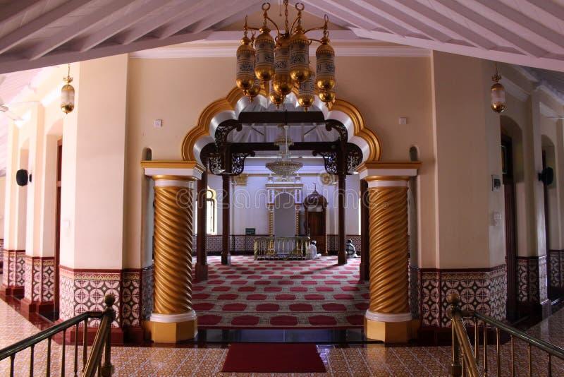 La stanza di preghiera dell'Jami-UL-Alfar rossa della moschea a Colombo fotografie stock libere da diritti