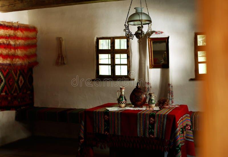 La stanza di tradtiotional nella Transilvania fotografie stock