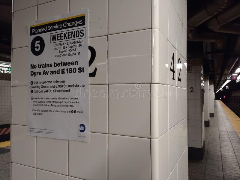 La station de métro de rue de terminal quarante-deuxième de Grand Central, service change, Midtown, Manhattan, New York City, NYC photo stock