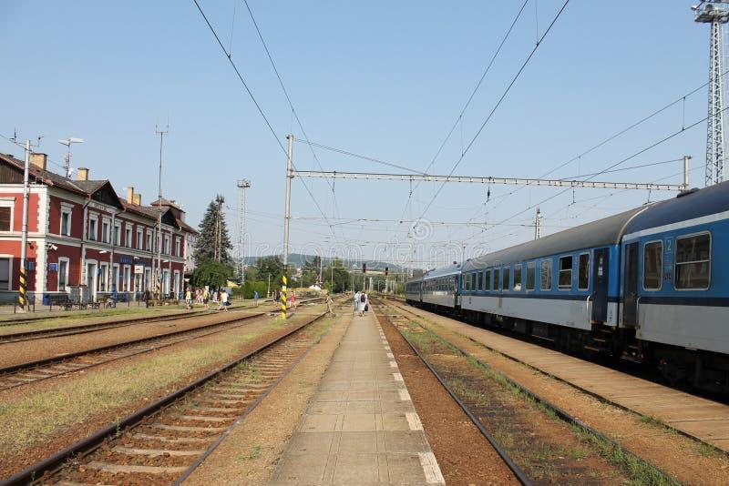 La station de train dans la République Tchèque lumineuse de NAD Sazavou image libre de droits
