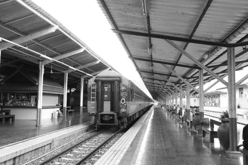 La station de train est un endroit au traducteur photos stock