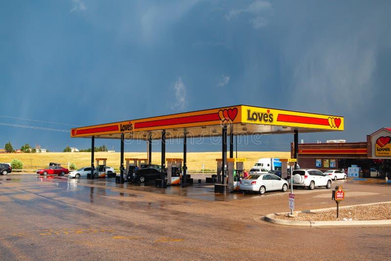 La station service de l'amour après tempête lourde Denver, Etats-Unis images stock