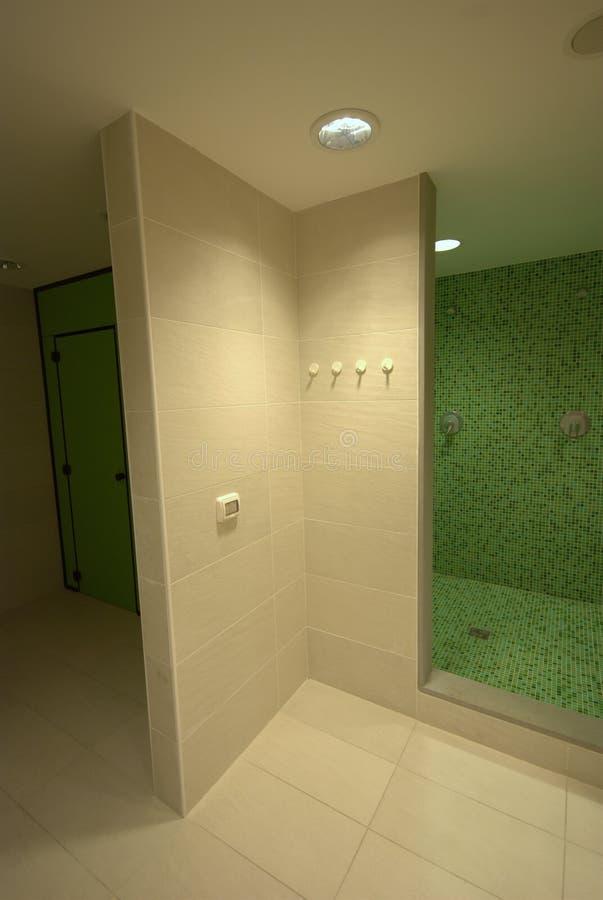 La STATION THERMALE verse la salle de bains photographie stock