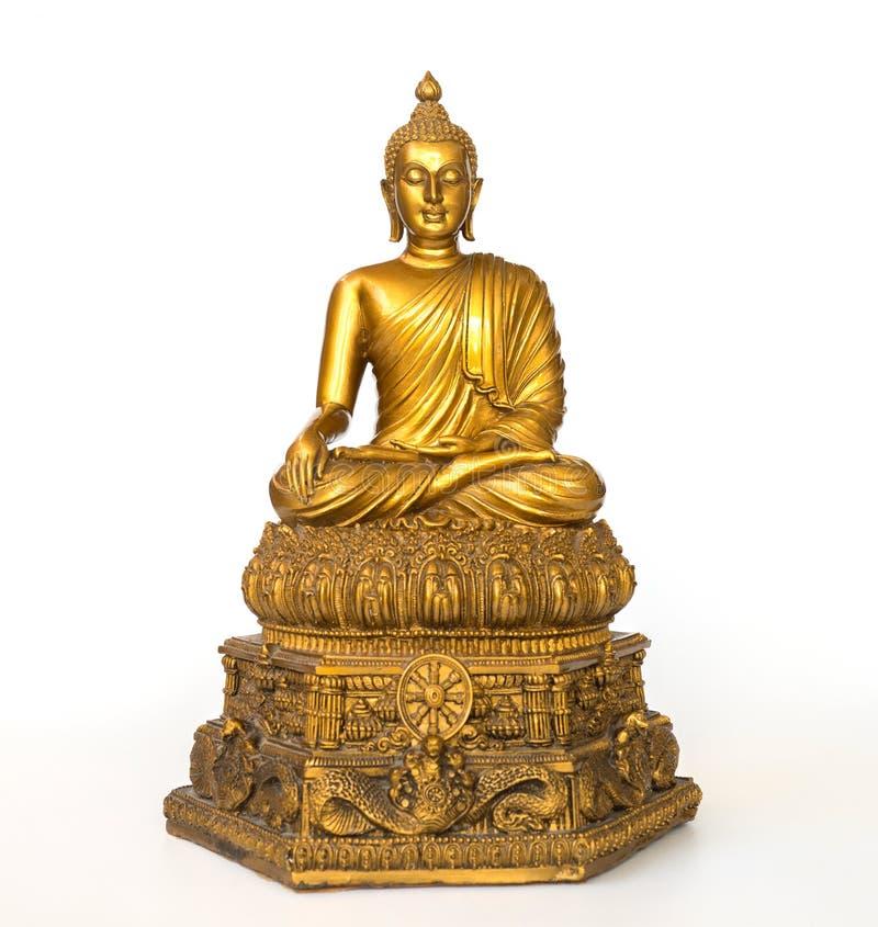 La statua antica dorata di Buddha sui precedenti bianchi ha isolato il fondo Il fronte del Buddha si è girato verso il diritto immagini stock libere da diritti