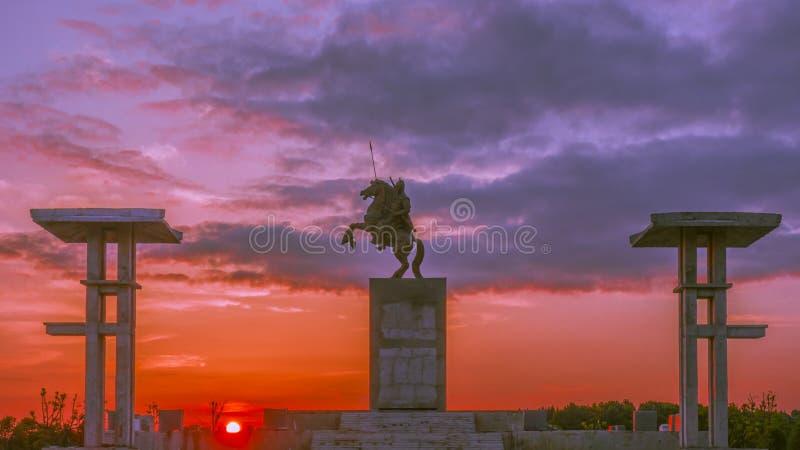 La statua degli yuan di mA nel tramonto immagini stock