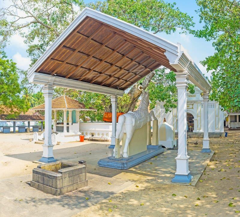 La statua del cavallo in tempio buddista fotografia stock